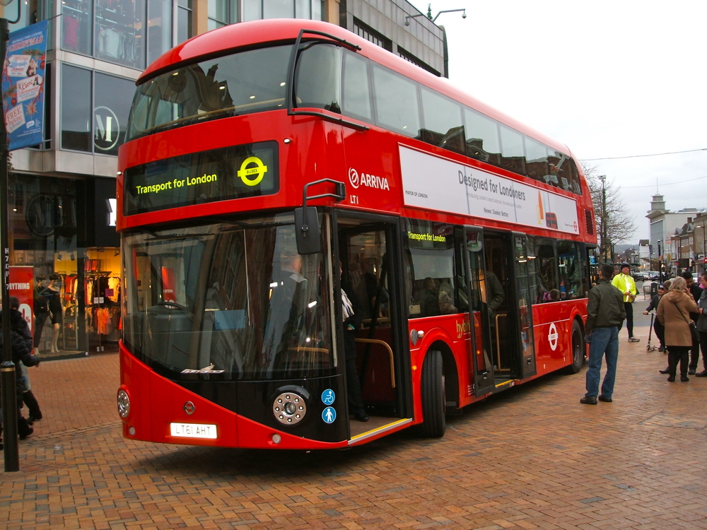 London Buses Accept Mobile Payments via EE's Cash on Tap