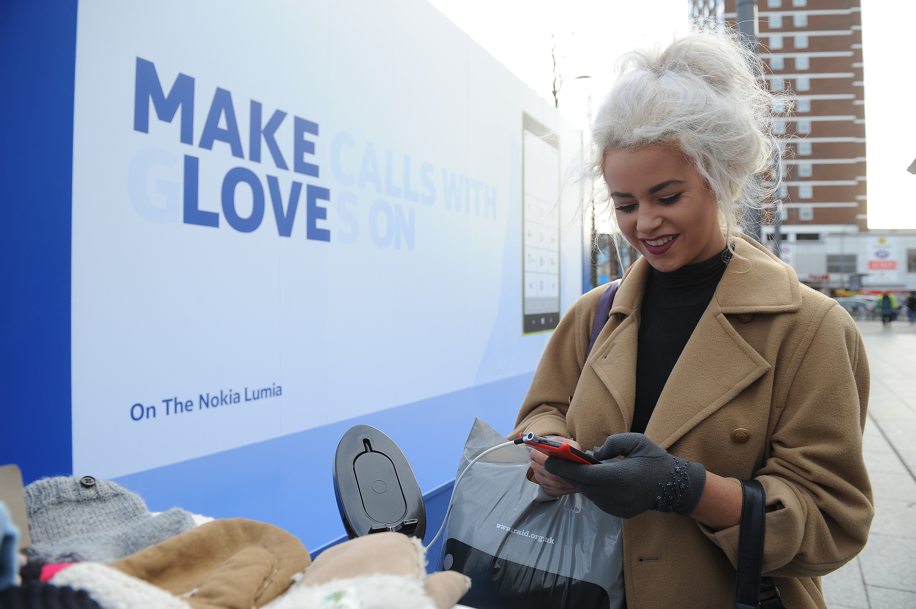 Thermo-reactive Billboards Debut for #NokiaGloveLove Campaign