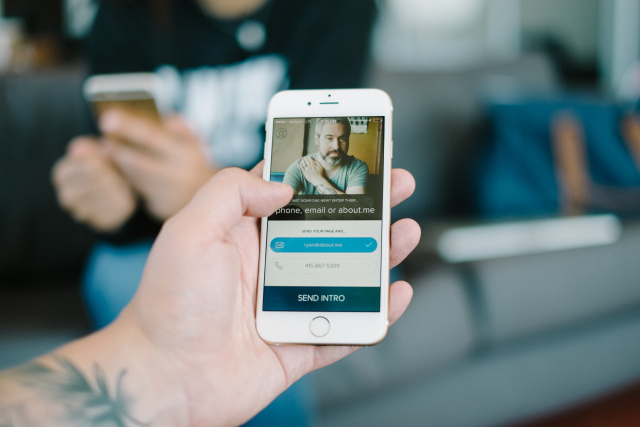 About.me App Crafts Business Cards for the Mobile Age