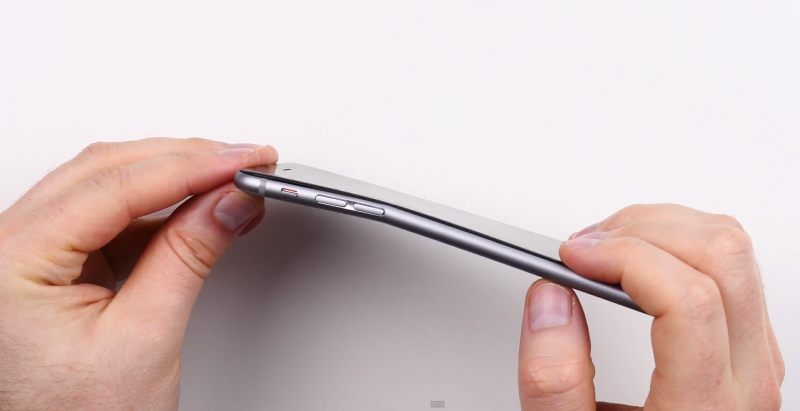 iPhone 6 Owners Report Devices Bending in Their Pockets