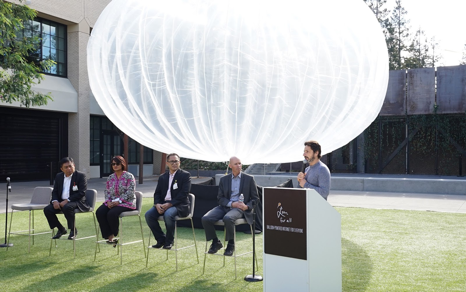 Alphabet Plans Global Network of Internet Balloons by 2016