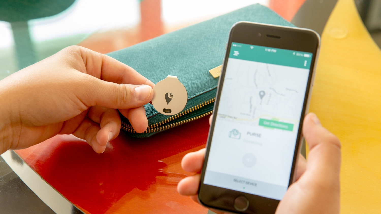 EE Smart Clip Will Find Your Keys in Seconds