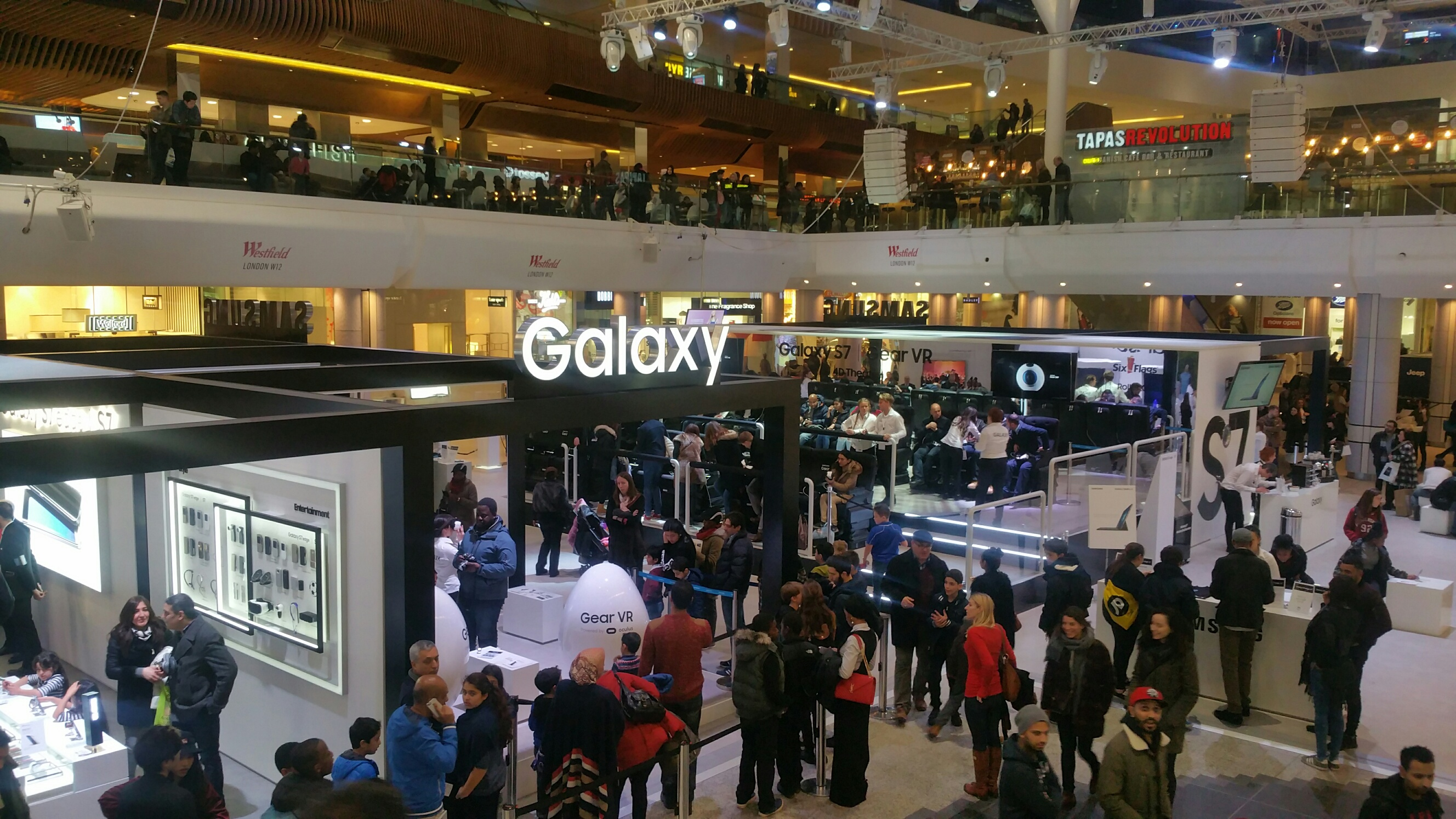 Samsung Promotes Latest Technology with Westfield Installation