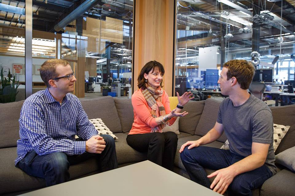Facebook Poaches Google Executive to Run Hardware Lab