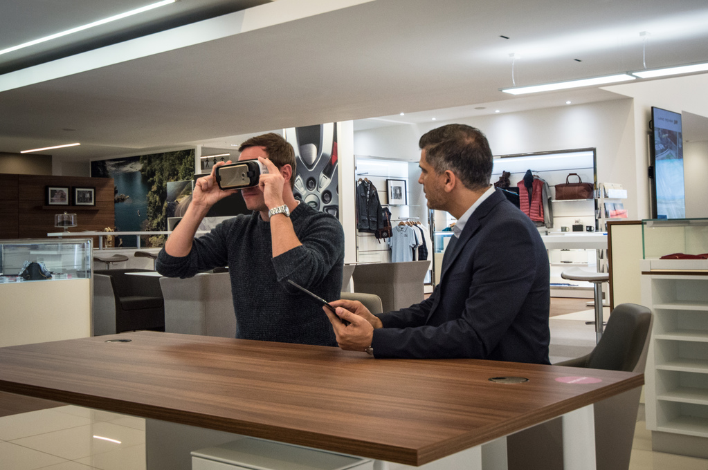 Jaguar Land Rover Introducing VR to Showrooms