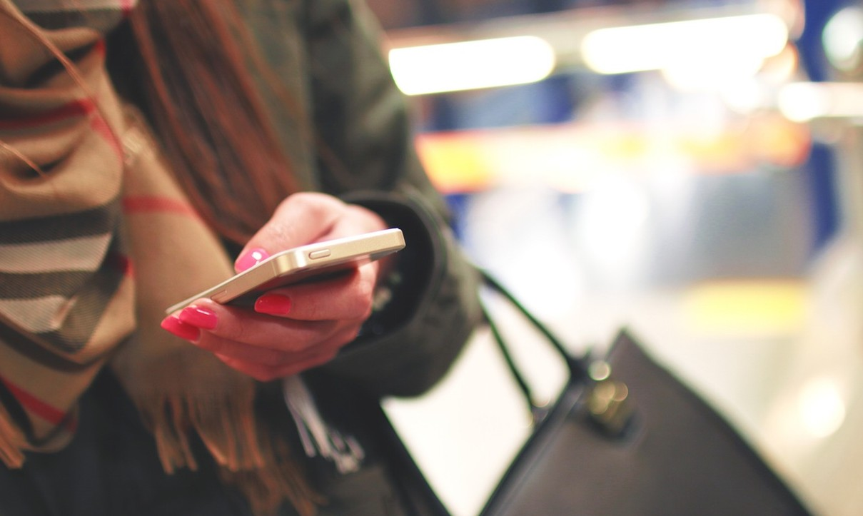 UK Online Sales Hit £133bn in 2016 - Driven by Smartphone Growth