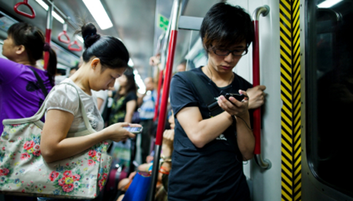 China people mobiles smartphones train