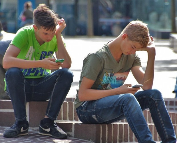 Infographic: Smartphone usage amongst young people has fallen for the first time