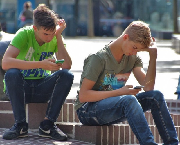 Investors want Apple to do more to combat youth phone addiction