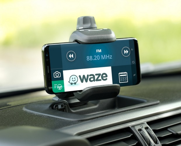 Waze strikes roadside assistance deal with Allianz