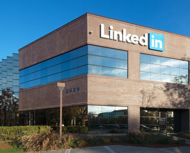 LinkedIn violated data protection with targeted Facebook ads