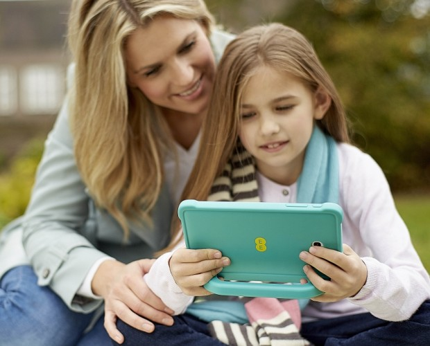 EE is training its staff to help parents discuss internet safety with their kids