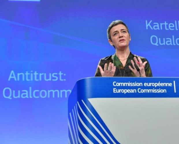 Qualcomm fined €997m over market dominance in smartphone chips